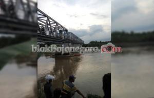 Siswi SMP Dikabarkan Jatuh Dari Jembatan Padangan