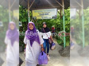 Pengunjung Ramai, Penjualan Belimbing Meningkat