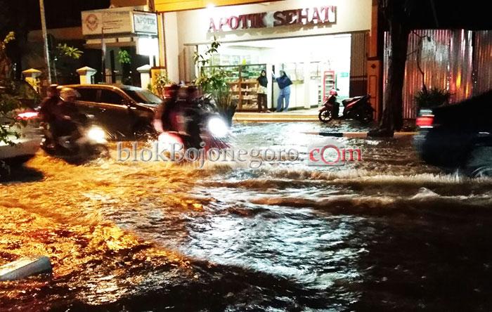 Langganan Saat Hujan di Kota