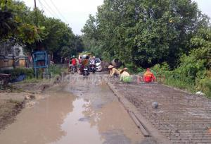 Jalur Kecamatan Dicor, Tak Pakai Paving Lagi