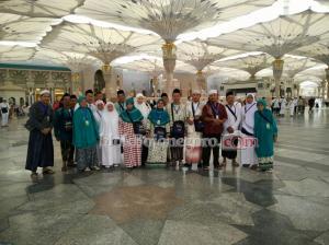 Rombongan Umroh di Masjid Nabawi