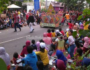 Ribuan Warga Padati Jalan Kota
