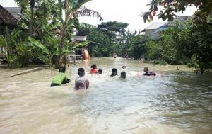 Banjir Datang, Ayo Berenang