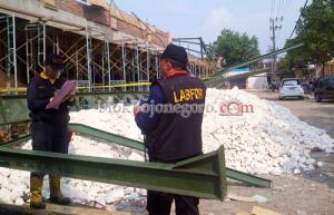Labfor Polda Jatim Identifikasi Reruntuhan