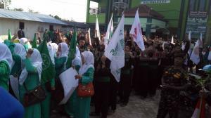 Ratusan Massa Berkumpul di Kantor PCNU