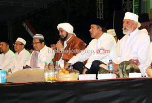 Habib Syekh Senandungkan Selawat Merdu